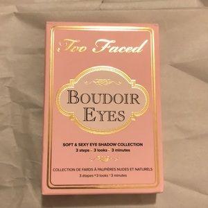 Eyeshadow palette!